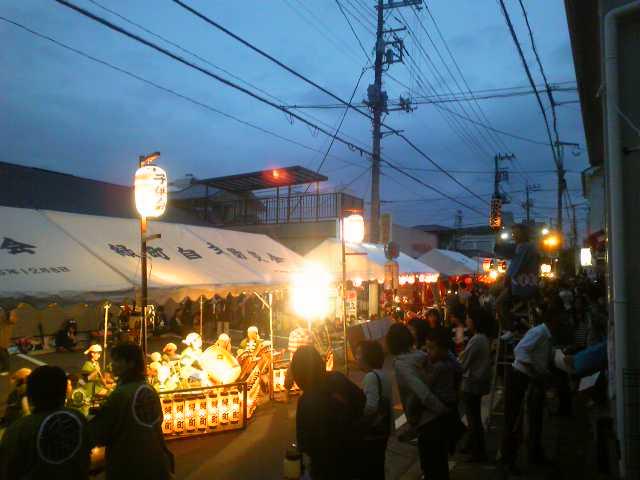 近所の神社でお祭りです