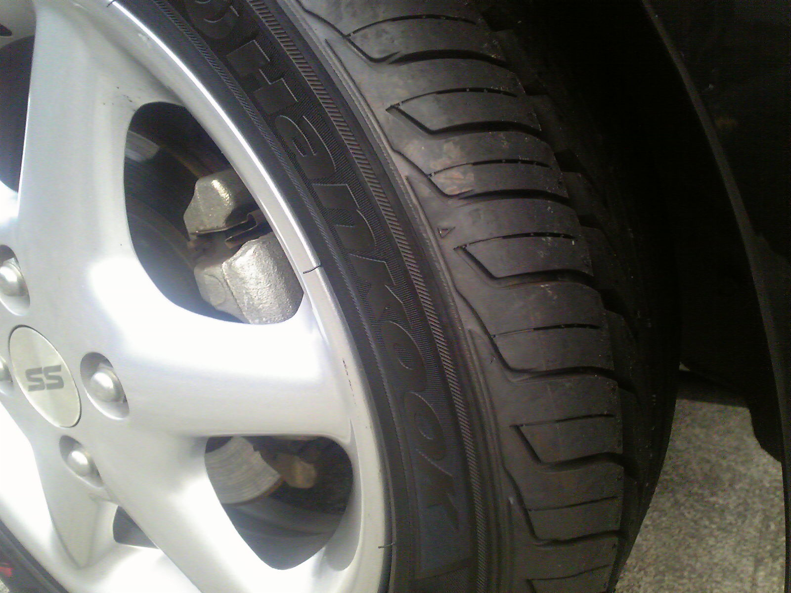 ラパンSS、タイヤ交換する